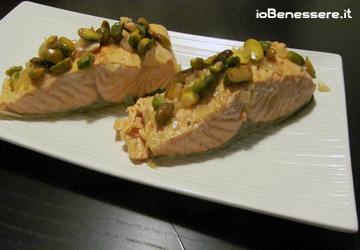 Filetti di salmone pistacchi e zafferano