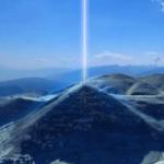 Piramide sole fascio energia