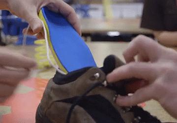 Batteria per smarthphone che si ricarica camminando