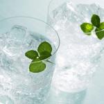 Dimagrire con due bicchieri d'acqua prima dei pasti